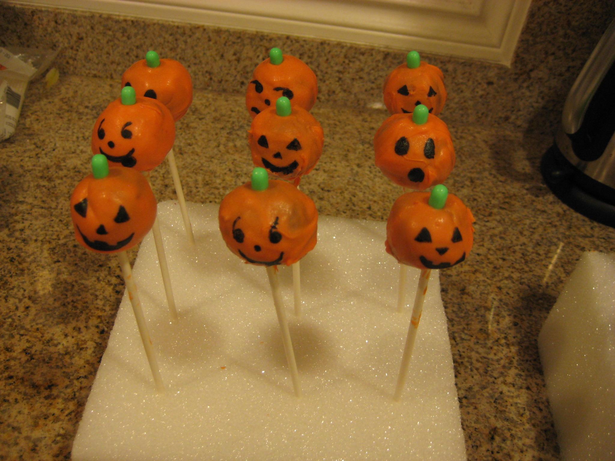 Images Of Decorated Cake Pops : Jack-o-Lantern Cake Pops Saucy Mommy