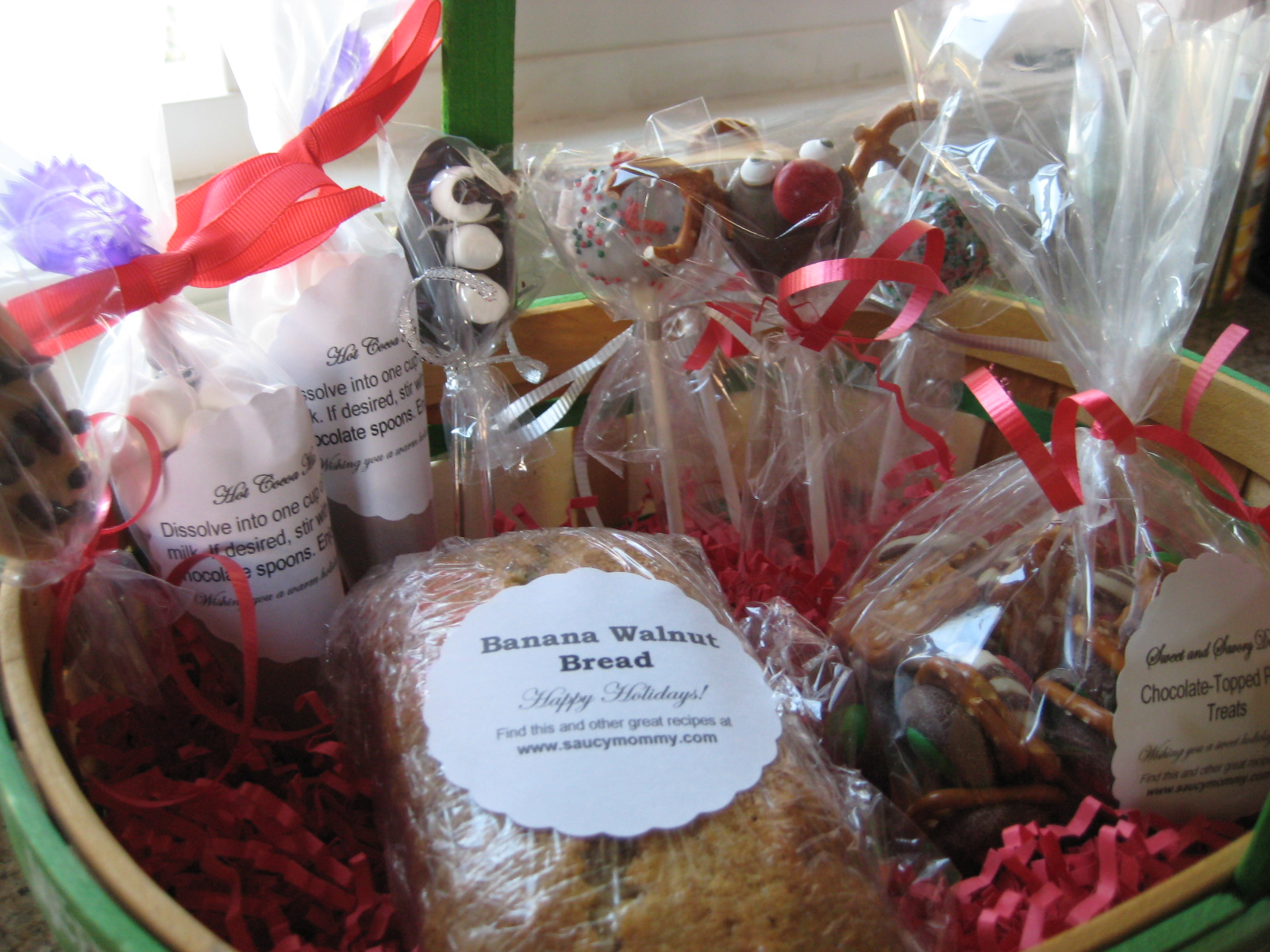 Edible Gifts Round-Up: Gift Baskets!   Saucy Mommy