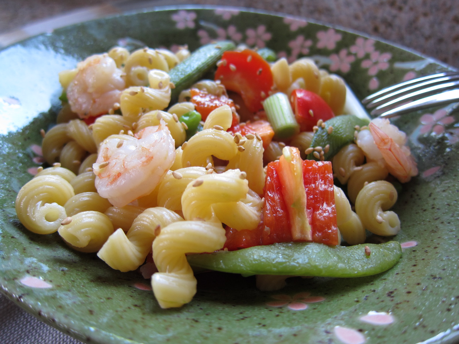 Warm Shrimp and Pasta Salad | Saucy Mommy