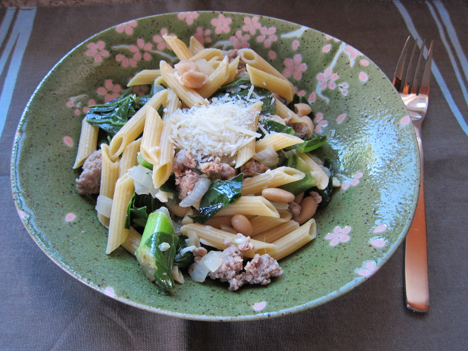 Pasta With Italian Turkey Sausage, Escarole and Beans | Saucy Mommy